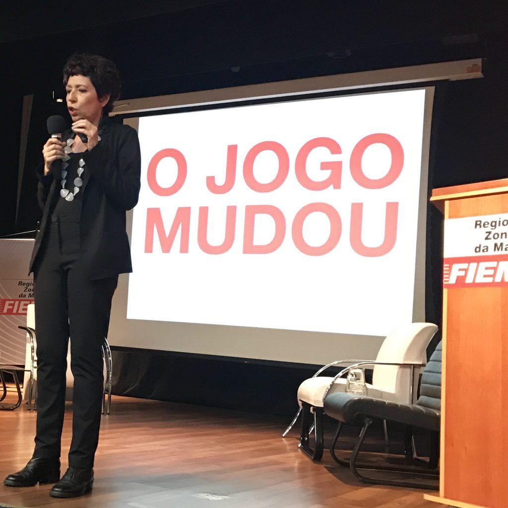 Beia Carvalho, na Palestra Inovar o Morrer, iniciativa FIEMG-SEBRAE, em Juiz de Fora