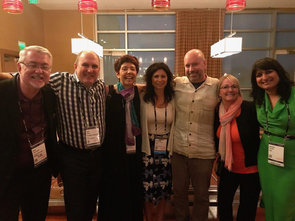 Da esquerda para direita, o analista industrial Dion Hinchcliffe, da ZDNet; Global Social Media Influencer, Jim Harris; Palestrante Futurista Beia Carvalho; Penelope, SAP; CEO da Bloor Group , Eric Kavanagh; diretora do programa global de influenciadores da SAP, Pam Dunn e a Chefe do Influencer Marketing, Amisha Gandhi, no Influencer Cocktail, SAPPHIRE NOW 2017.