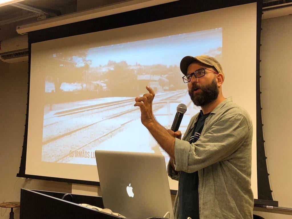 Leo Brant é empreendedor cultural, Repensador, sócio da DOCMAKERS, SerotoninaLab e Deusdará Filmes.