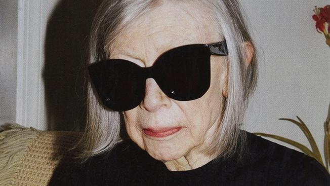 Joan Didion, aos 80, como Star Model da campanha de marca francesa Céline.