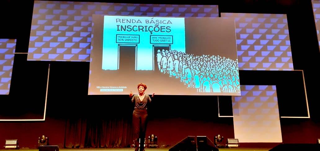Beia Carvalho falando de Renda Básica Universal, no SAP NOW 2019. Foto: Alexandre Gera